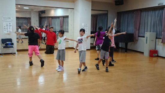 子供達!踊ってます!